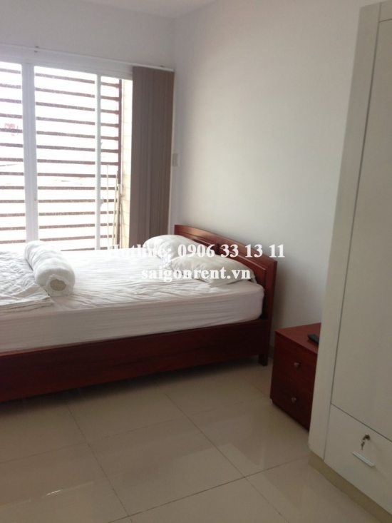 Apartment for rent on Ton Dan street, District 4- 5 mins drive to Center District 1. 02 bedrooms- 450 USD