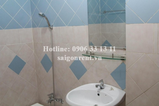 Western style house for rent in Tran Quang Khai street, center District 1: 900 USD