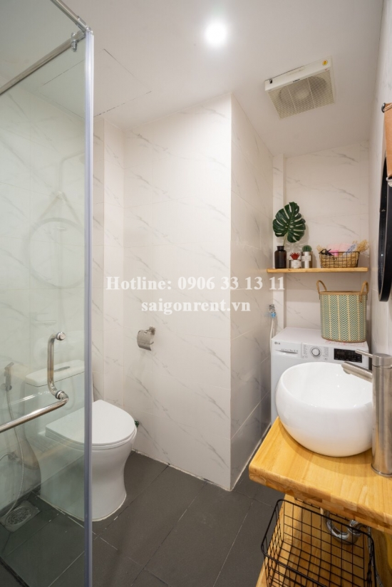 Small house 01 bedroom with balcony for rent on Tran Hung Dao street, District 1 - 70sqm - 900USD
