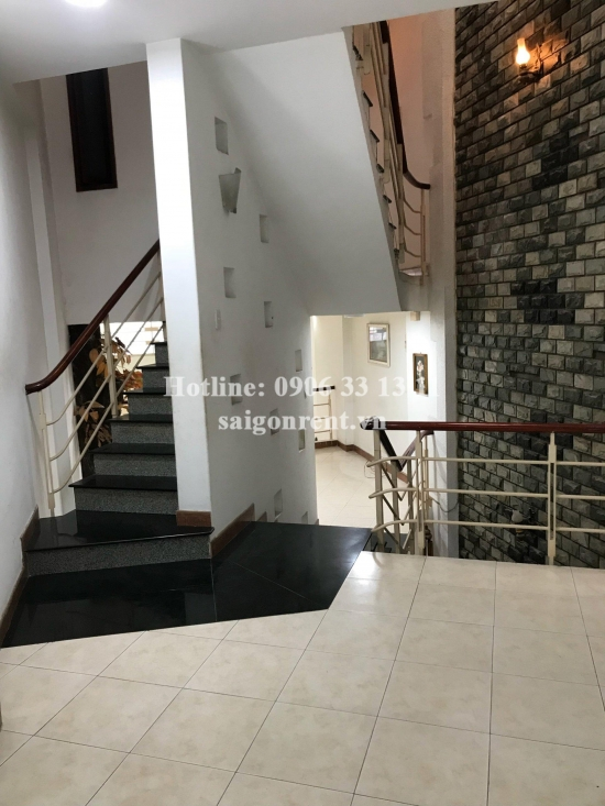 House(4x25m) with 03 bedrooms for rent on Hoang Hoa Tham street,Ward 12, Tan Binh District - 300sqm - 1200 USD