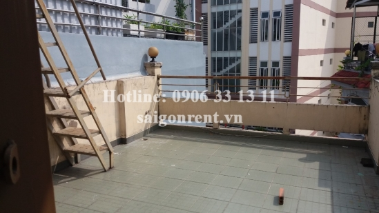 House(4x15m) with 05 bedrooms for rent on Pham Van Hai street, Tan Binh District - 200sqm - 950 USD( 22 millions VND)