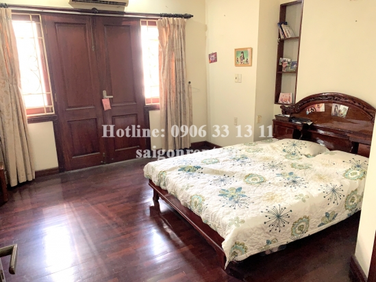 House with 03 bedrooms for rent on Hoang Van Thu street,Ward 4, Tan Binh District - 300sqm - 200 USD -1500 USD( 35 milliond VND)
