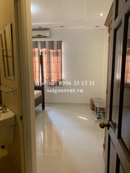 Nice House (4.5x17m) with 04 bedrooms for rent on Nguyen Van Huong street, Thao Dien Ward, District 2 - 300sqm - 1200 USD( 35 millions VND)