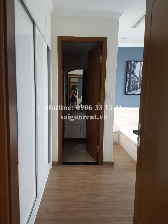 Vinhomes Central Park- Apartment 03 bedrooms for rent on Landmark 2 on 40th floor on Nguyen Huu Canh street, Binh Thanh District- 1450 USD
